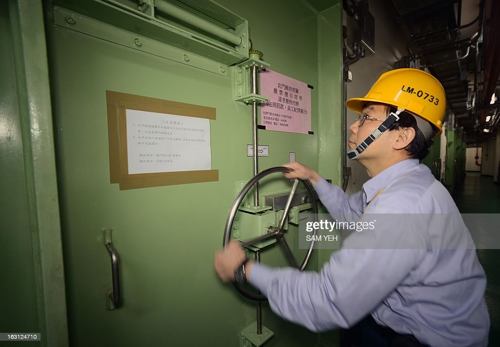 Shin Jun, a shift manager of the Lungmen Nuclear Power Plant, operates the water gate of Taiwan's fourth nuclear power plant in northern Gongliao district, New Taipei City, on March 5, 2013. International experts will run safety checks on Taiwan's three nuclear power plants as parts of efforts to reassure the public following Japan's nuclear meltdowns two years ago, officials said Monday. AFP PHOTO / Sam YEH