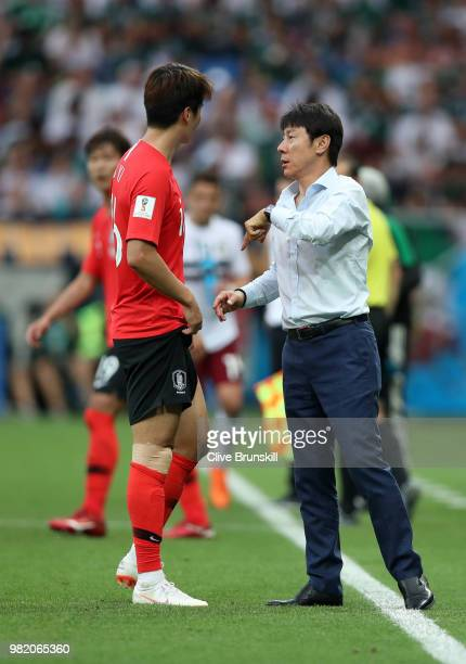 Shin TaeYong Manager of Korea Republic talks to Ki SungYueng during the 2018 FIFA World Cup Russia group F match between Korea Republic and Mexico at...