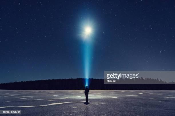 brillar en la luz de la luna - north fotografías e imágenes de stock