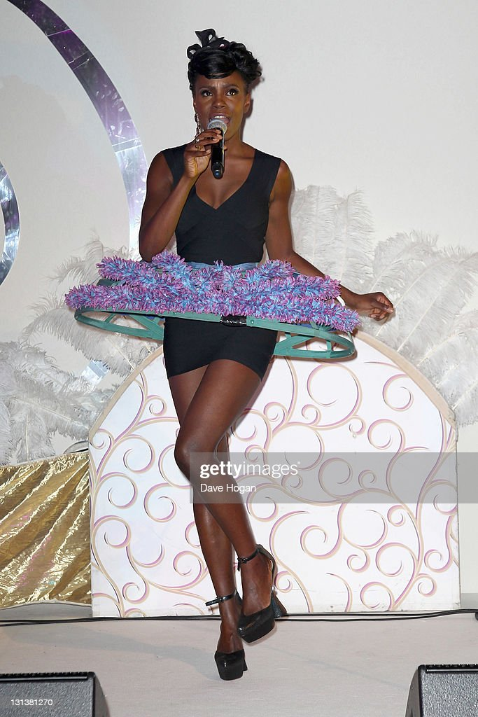 Shingai Shoniwa of The Noisettes performs at the afterparty