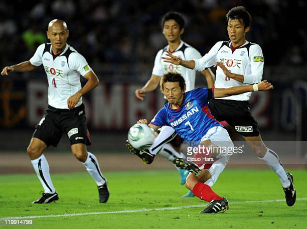 Shingo Hyodo of Yokohama F Marinos scores the first goal during the JLeague match between Yokohama F Marinos and Vissel Kobe at Nissan Stadium on...