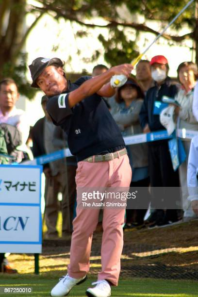 Shingo Katayama of Japan hits a tee shot during the second round of the Mynavi ABC Championship at ABC Golf Club on October 27, 2017 in Kato, Hyogo,...