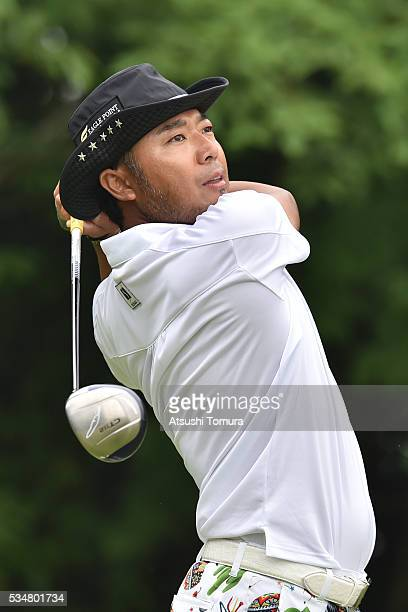 Shingo Katayama of Japan hits his tee shot on the 6th hole during the 3rd round of the Mizuno Open at JFE Setonaikai Golf Club on May 28, 2016 in...