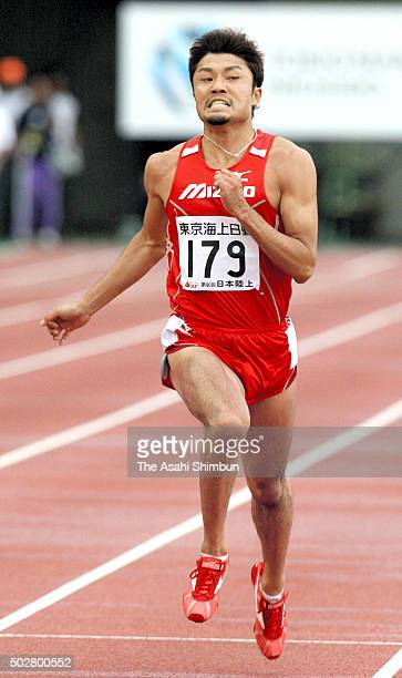 Shingo Suetsugu competes in the Men's 200m during the Japan Athletic Championships at Kobe Universiade Memorial Stadium on July 1 2006 in Kobe Hyogo...