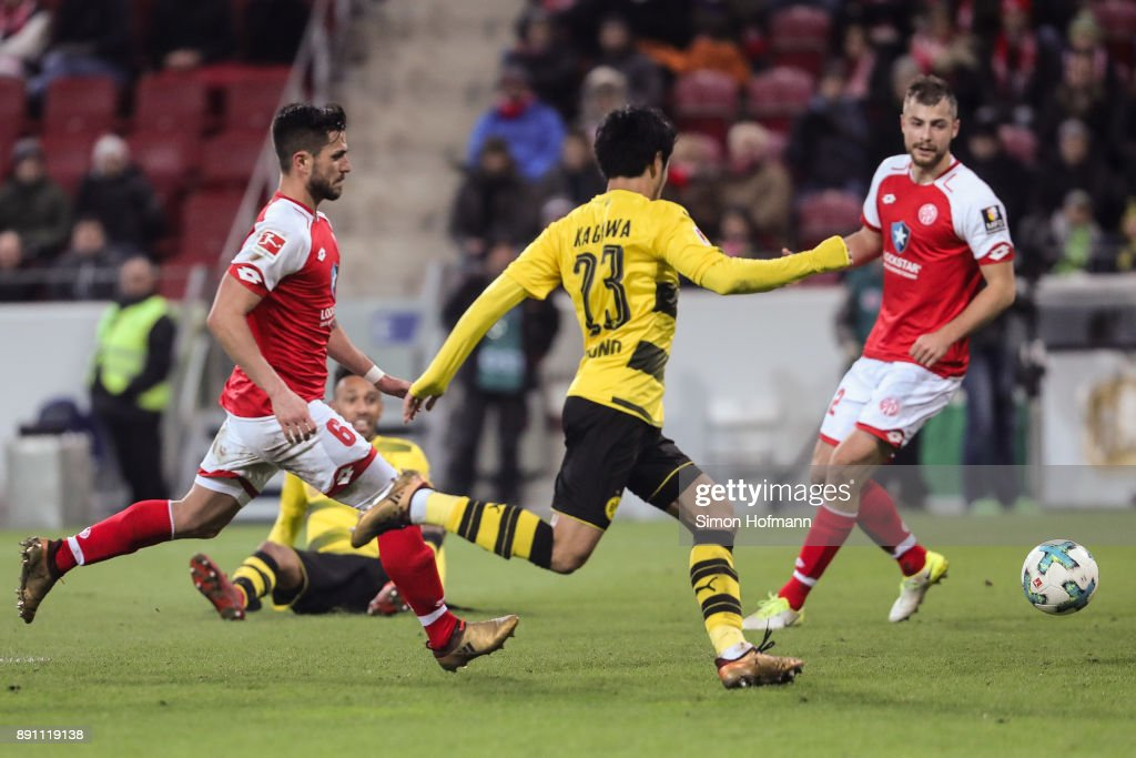 Shinji Kagawa #23 of Borussia Dortmund scores his team's second goal to make it 0-2 during the Bundesliga match between 1. FSV Mainz 05 and Borussia Dortmund at Opel Arena on December 12, 2017 in Mainz, Germany.