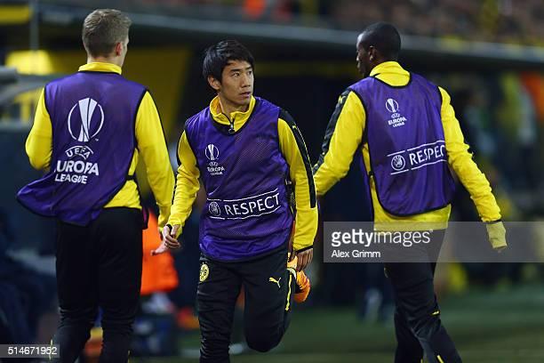 Shinji Kagawa of Dortmund and team mates warm up during the UEFA Europa League Round of 16 first leg match between Borussia Dortmund and Tottenham...