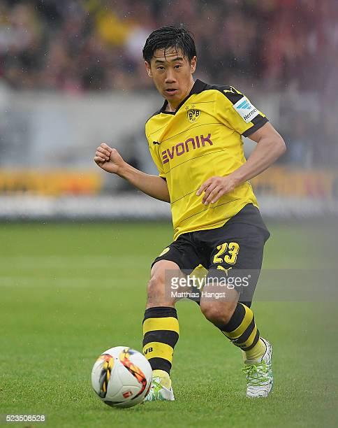 Shinji Kagawa of Dortmund controls the ball during the Bundesliga match between VfB Stuttgart and Borussia Dortmund at MercedesBenz Arena on April 23...