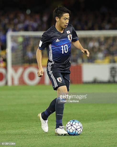 Shinji Kagawa of Japan runs with the ball during the 2018 FIFA World Cup Qualifier match between the Australian Socceroos and Japan at Etihad Stadium...