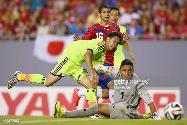 Shinji Kagawa of Japan scores a goal during the International Friendly Match between Japan and Costa Rica at Raymond James Stadium on June 2 2014 in...