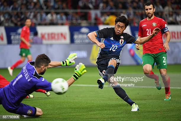 Shinji Kagawa of Japan scores his team's third goal during the international friendly match between Japan and Bulgaria at the Toyota Stadium on June...
