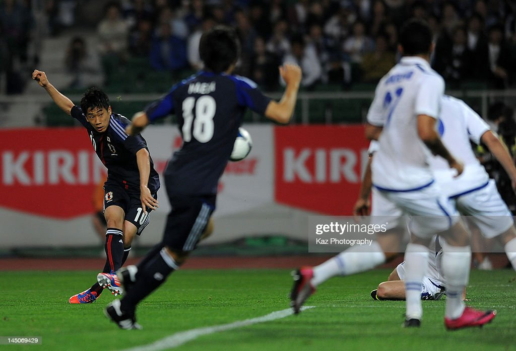 Shinji Kagawa (1L) of Japan scores the first goal during the international friendly match between Japan and Azerbaijan at Ecopa Stadium on May 23, 2012 in Kakegawa, Japan.