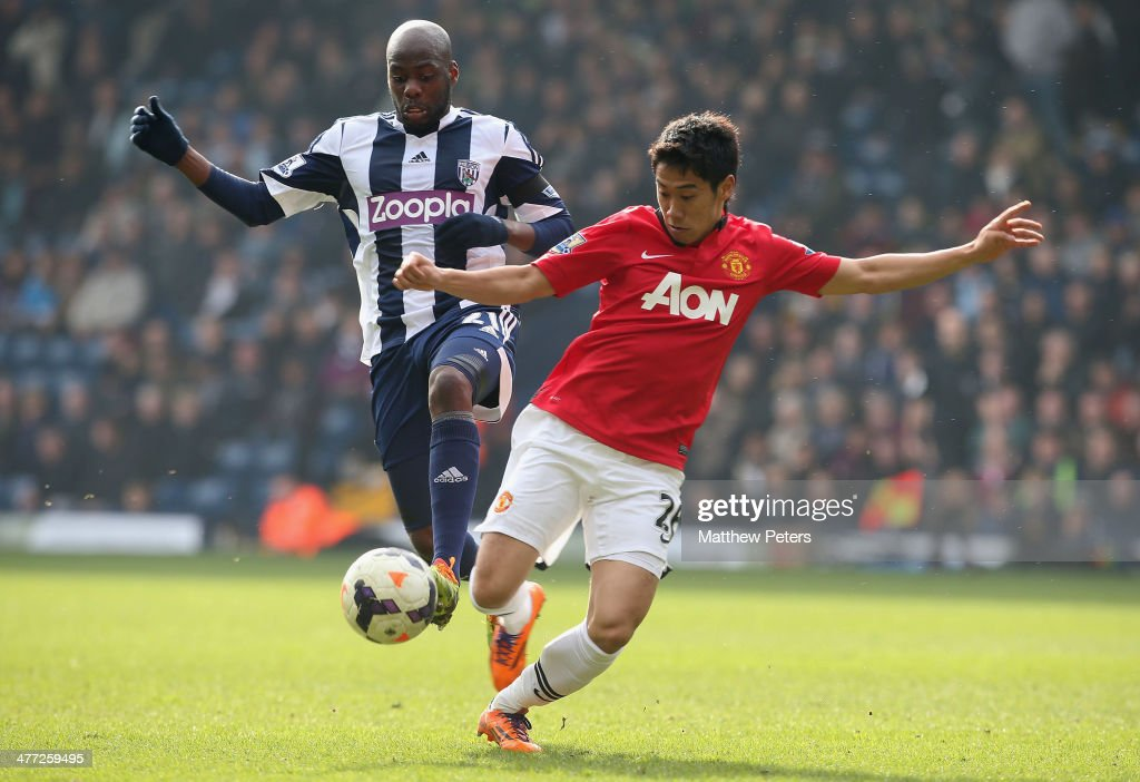 Shinji Kagawa of Manchester United in action with Youssouf Mulumbu of West Bromwich Albion during the Barclays Premier League match between West Bromwich Albion and Manchester United at The Hawthorns on March 8, 2014 in West Bromwich, England.