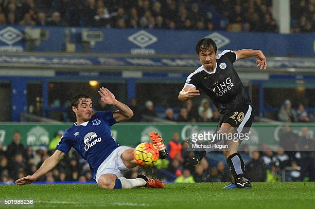 Shinji Okazaki of Leicester City scores his team's third goal during the Barclays Premier League match between Everton and Leicester City at Goodison...