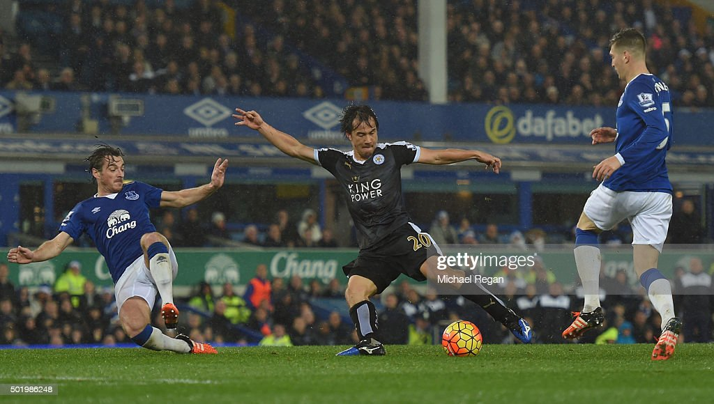 Shinji Okazaki of Leicester City scores his team's third goal during the Barclays Premier League match between Everton and Leicester City at Goodison Park on December 19, 2015 in Liverpool, England.