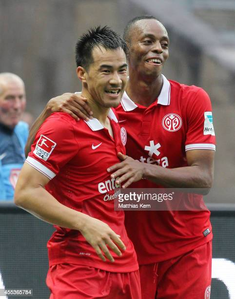 Shinji Okazaki of Mainz jubilates with team mate Junior Diaz after scoring the fourth goal during the Bundesliga match between Hertha BSC and 1FSV...