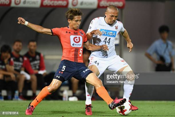 Shinji Ono of Consadole Sapporo and Keigo Numata of Omiya Ardija compete for the ball during the JLeague J1 match between Omiya Ardija and Consadole...