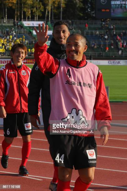 Shinji Ono of Consadole Sapporo applaud supporters after their 30 victory in during the JLeague J1 match between Consadole Sapporo and Kashiwa Reysol...