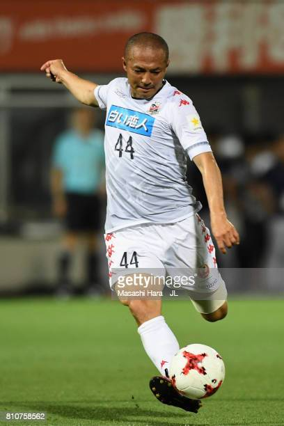 Shinji Ono of Consadole Sapporo shoots at goal during the JLeague J1 match between Omiya Ardija and Consadole Sapporo at NACK 5 Stadium Omiya on July...