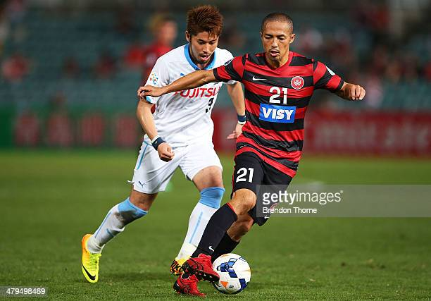 Shinji Ono of the Wanderers competes with Yusuke Tanaka of Kawasaki Frontale during the AFC Asian Champions League match between the Western Sydney...