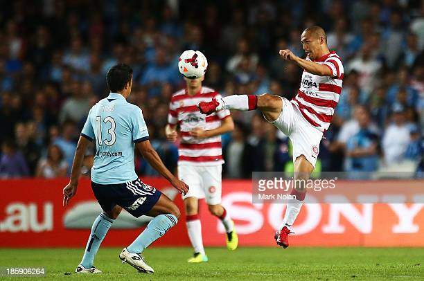 Shinji Ono of the Wanderers in action during the round three ALeague match between Sydney FC and the Western Sydney Wanderers at Allianz Stadium on...