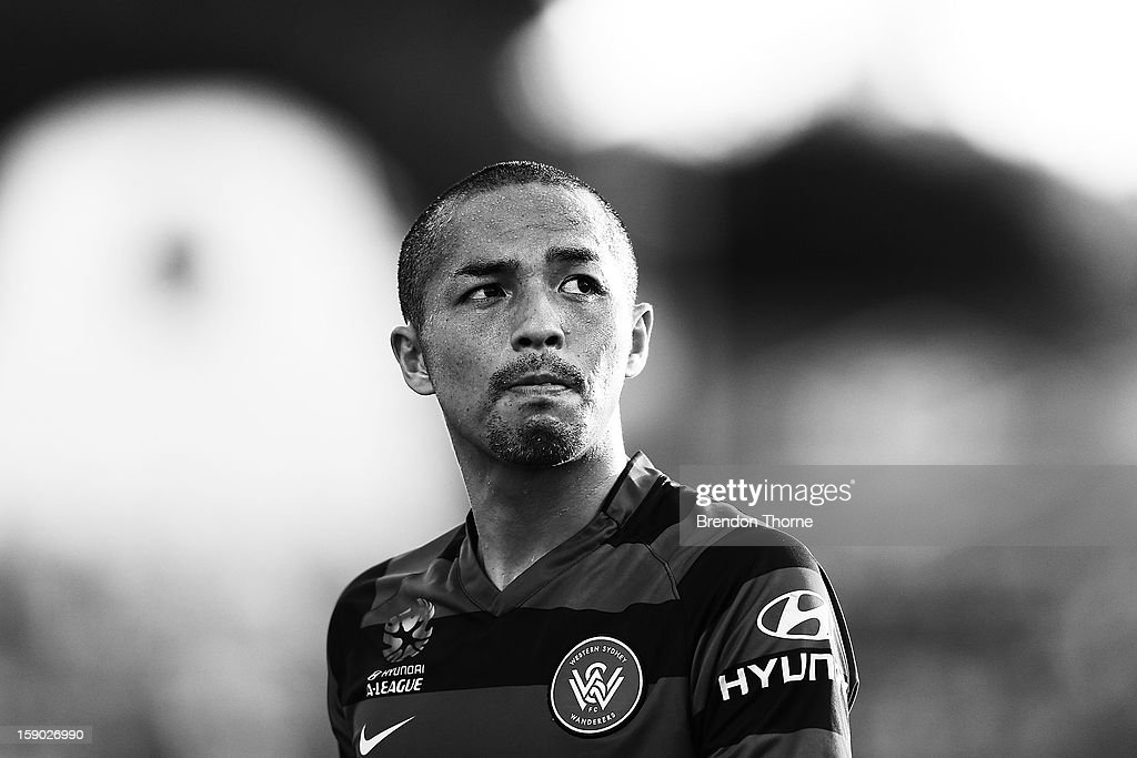 Shinji Ono of the Wanderers prepares to take a corner kick during the round 15 A-League match between the Western Sydney Wanderers and the Central Coast Mariners at Parramatta Stadium on January 6, 2013 in Sydney, Australia.