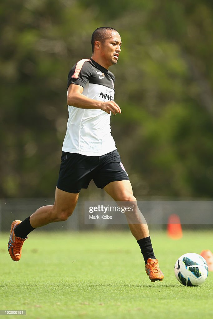 Shinji Ono runs with the ball during a Western Sydney Wanderers A-League training session at Blacktown International Sportspark on February 26, 2013 in Sydney, Australia.