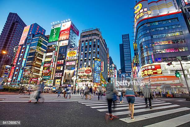 shinjuku at dusk - shibuya ward stock pictures, royalty-free photos & images