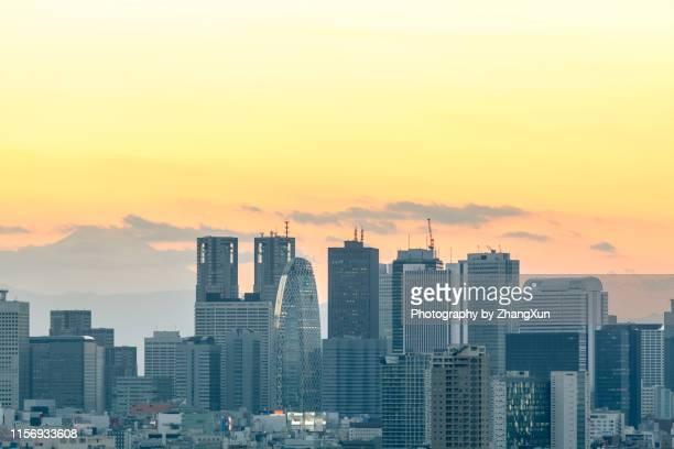 shinjuku dusk - stock photo - 夕暮れ ストックフォトと画像