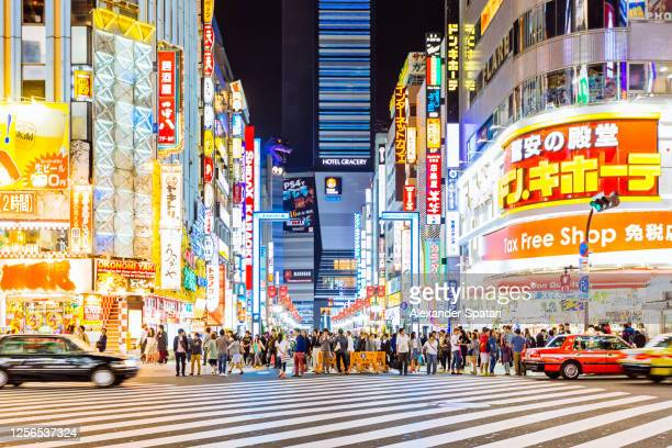 shinjuku neighbourhood at night, tokyo, japan - japan stock pictures, royalty-free photos & images