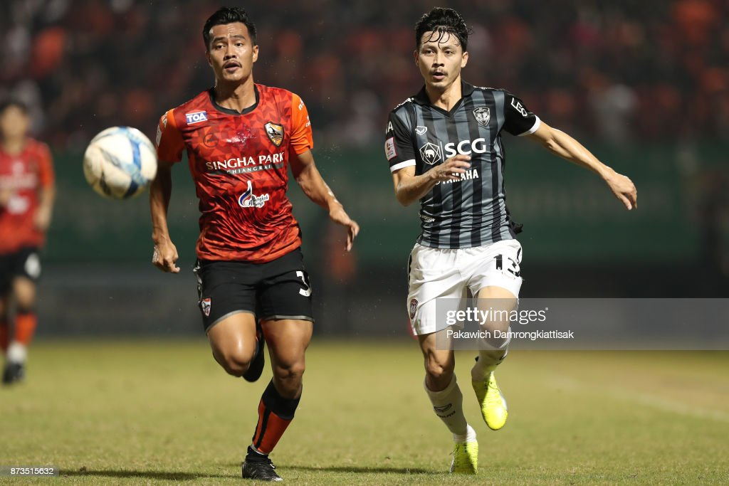 Shinnaphat Leeach #36 of Chiangrai United (L) and Ratchapol Nawanno #13 of SCG Muangthong United (R) chase the ball during a Thai League 1 match between Chiangrai United and SCG Muangthong United at Singha Stadium on November 12, 2017 in Chiang Rai, Thailand.