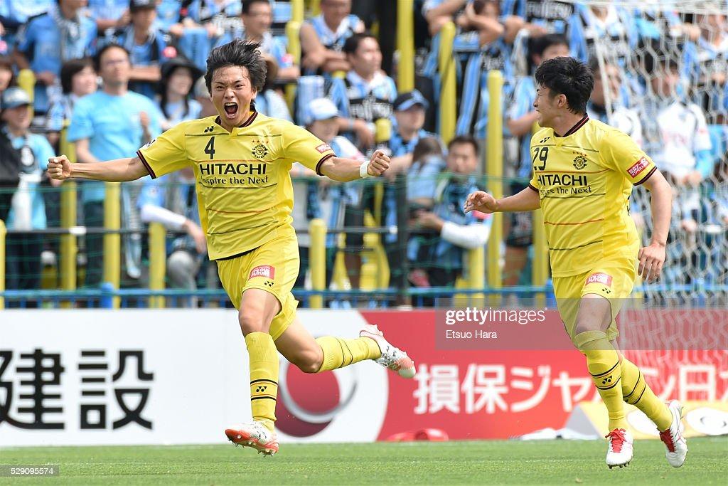 Shinnosuke Nakatani of Kashiwa Reysol#4 celebrates scoring his team's first goal during the J.League match between Kashiwa Reysol and Kawasaki Frontale on May 08, 2016 in Kashiwa, Chiba,Japan.