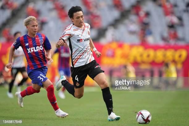 Shinnosuke NAKATANI of Nagoya Grampus in action during the J.League Levain Cup Semi Final second leg match between FC Tokyo and Nagoya Grampus at...