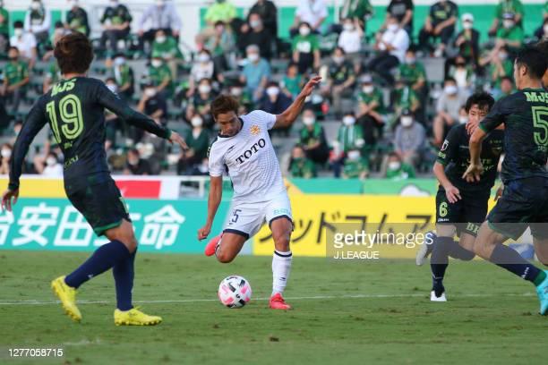 Shintaro KOKUBU of Giravanz Kitakyushu in action during the J.League Meiji Yasuda J2 match between Tokyo Verdy and Giravanz Kitakyushu at Ajinomoto...