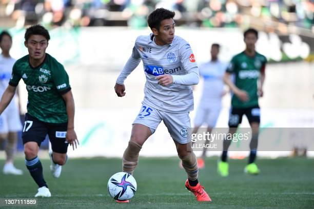 Shintaro KOKUBU of Montedio Yamagata in action during the J.League Meiji Yasuda J2 match between Matsumoto Yamaga and Montedio Yamagata at Sunpro...
