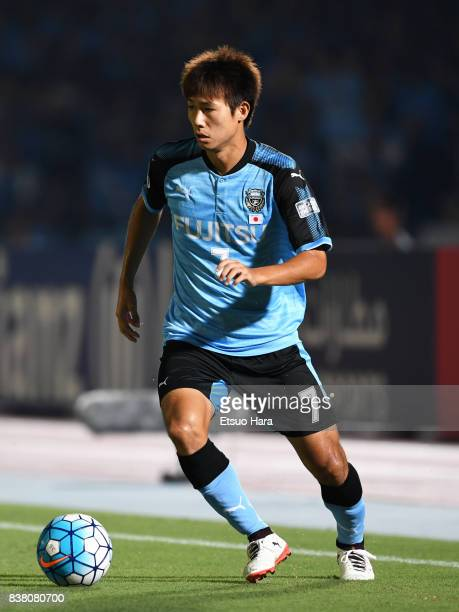 Shintaro Kurumaya of Kawasaki Frontale in action during the AFC Champions League quarter final first leg match between Kawasaki Frontale and Urawa...