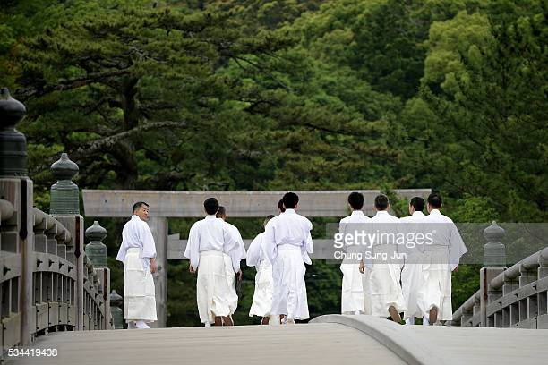 Shinto priests are seen before arrival of the heads of government of the G7 states at the Ise Jingu Shrine on May 26, 2016 in Ise, Japan. In the...