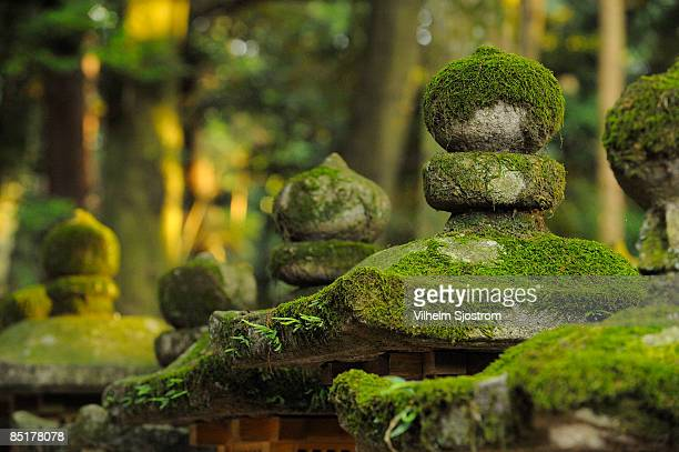 shinto shrine stone lantern covered in moss - shinto shrine stock pictures, royalty-free photos & images