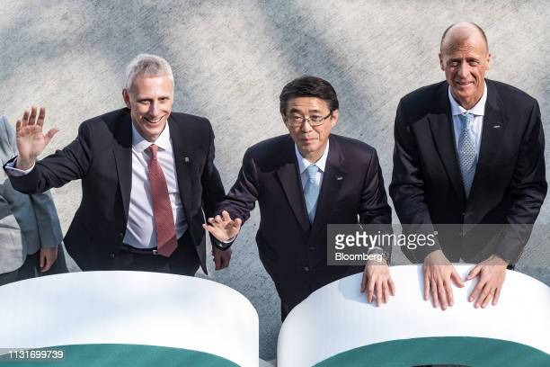Shinya Katanozaka chief executive officer of ANA Holdings Inc center Tom Enders chief executive officer of Airbus SE right and Chris Cholerton chief...