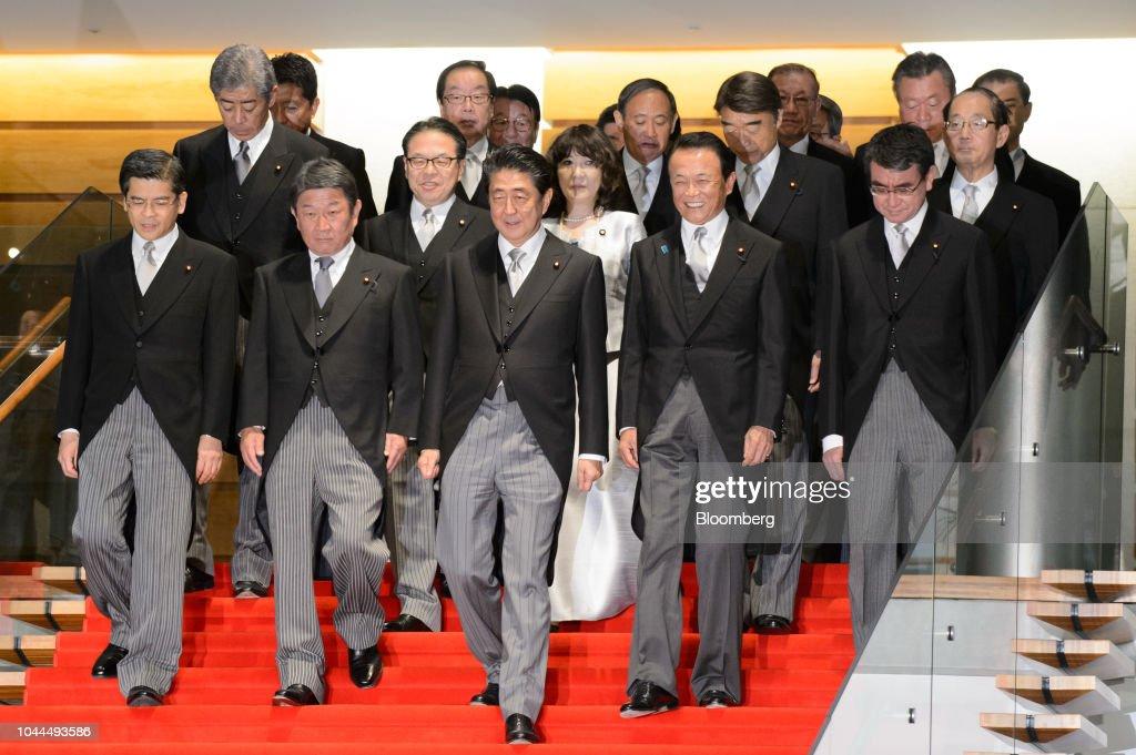 Japan's Prime Minister Shinzo Abe Appoints New Cabinet : ニュース写真