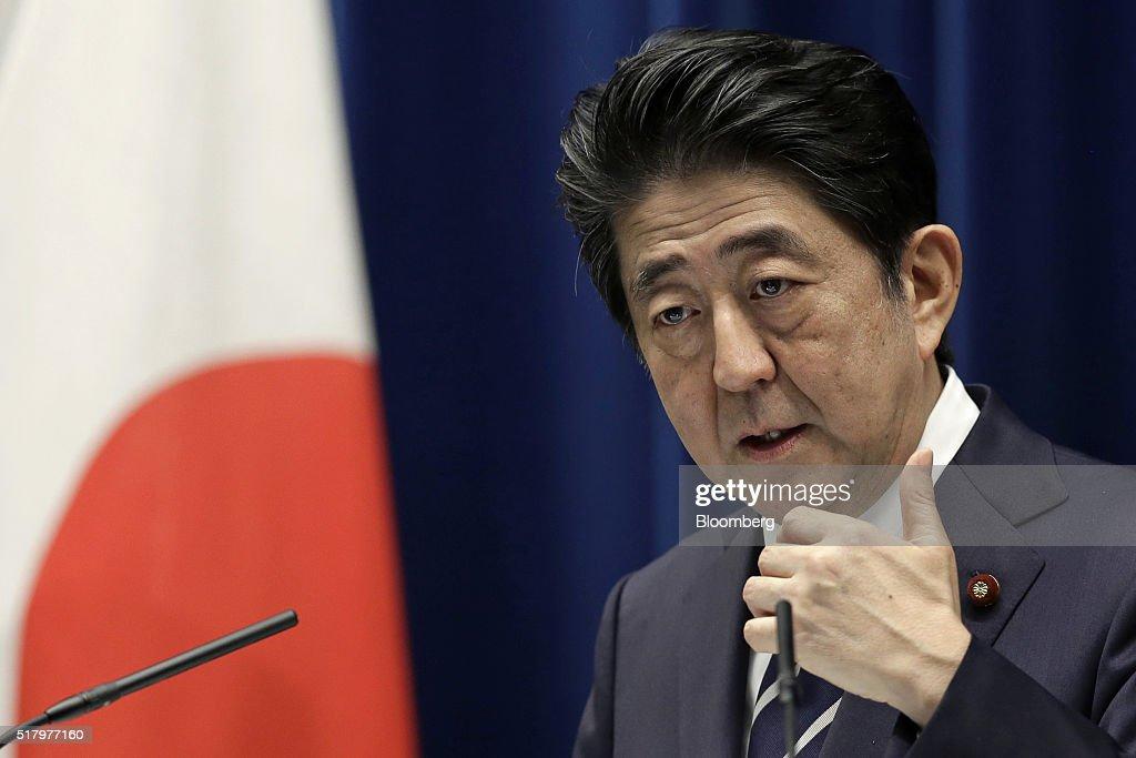 Japanese Prime Minister Shinzo Abe Announces Stimulus Package : News Photo