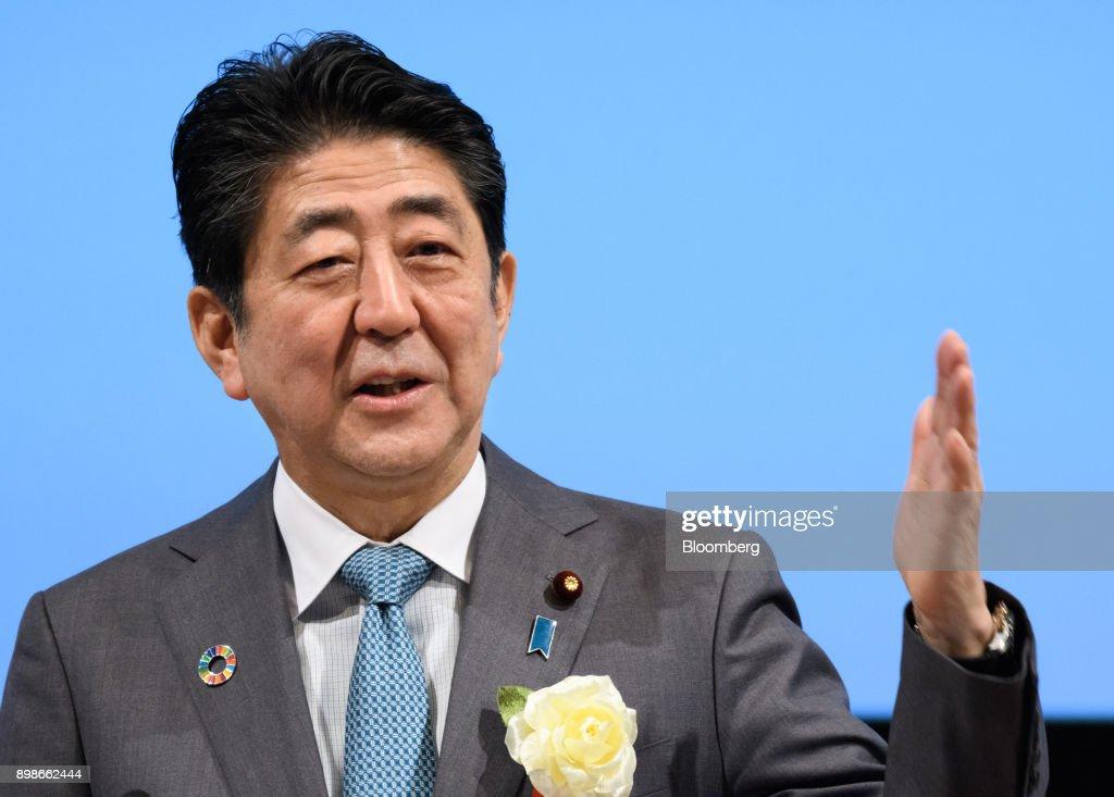 Prime Minister Shinzo Abe and Bank of Japan Governor Haruhiko Kuroda Speak at Keidanren Event : News Photo