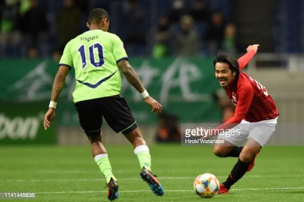 Shinzo Koroki of Urawa Red Diamonds and Ricardo Lopes of Jeonbuk Hyundai Motors compete for the ball during the AFC Champions League Group G match...