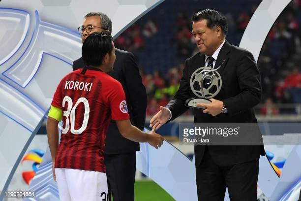 Shinzo Koroki of Urawa Red Diamonds shakes hands with JFA president Kozo Tashima during the medal ceremony after the AFC Champions League Final...