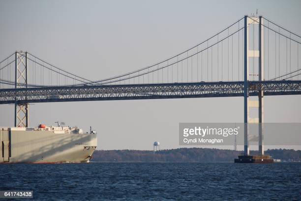 ship and bridge - chesapeake bay bridge stock pictures, royalty-free photos & images