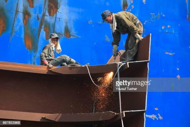 SITAKUNDO CHITTAGONG BANGLADESH Ship breaking laborers cutting ship at Sitakundo ship breaking yard The ship breaking industry at Sitakundo started...