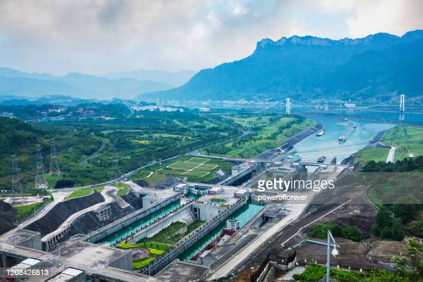 ship locks at three gorges dam on the yangtze river in hubei province, china - yangtze river stock pictures, royalty-free photos & images
