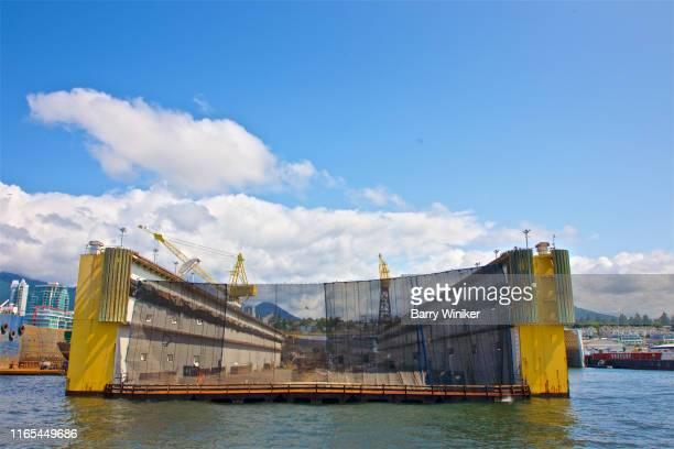 ship repair dry dock, vancouver, british columbia - barry crane stock-fotos und bilder