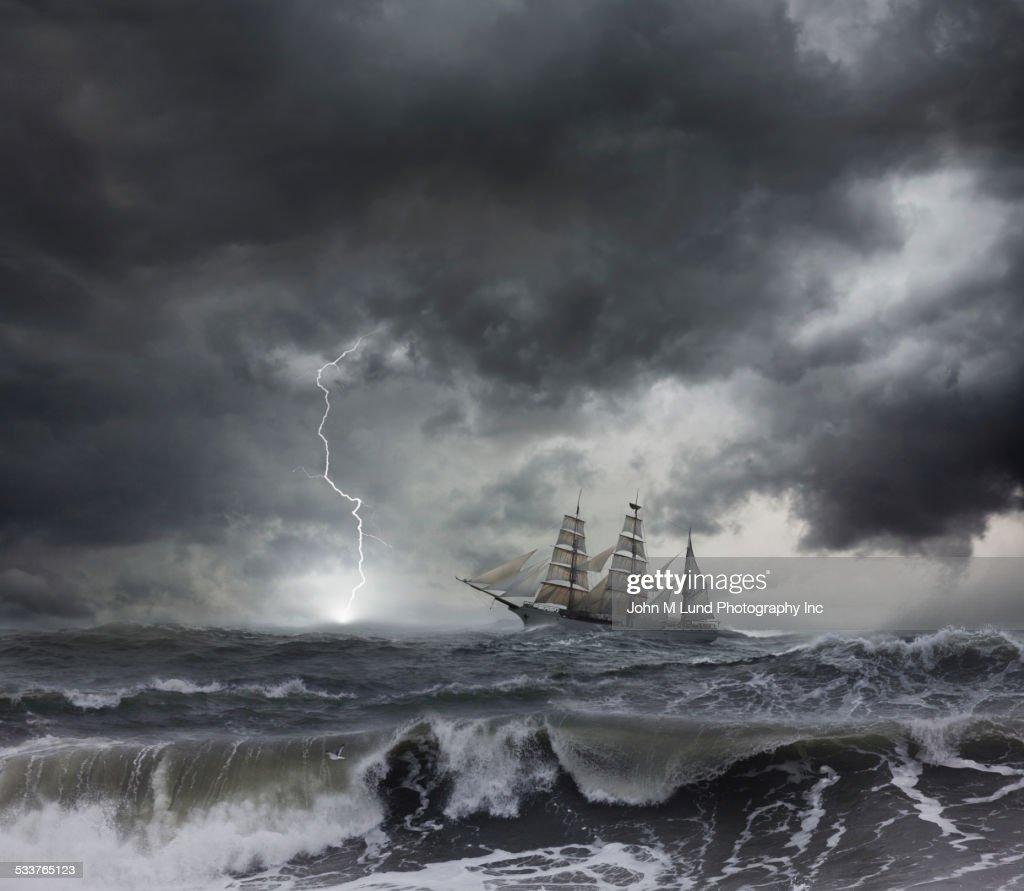Ship sailing on stormy seas : Foto stock