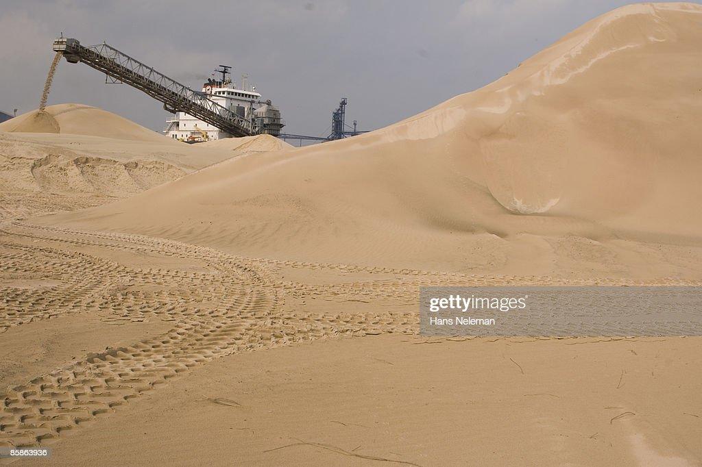A ship unloading sand at Hamilton, Ontario : Stock-Foto