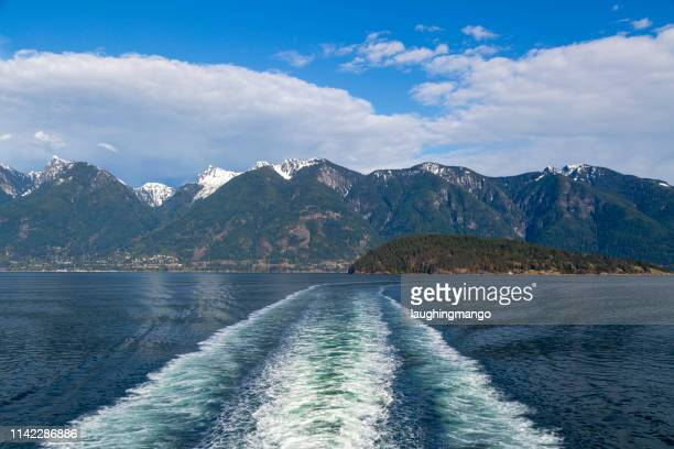 ship wake coast mountains - pacific ocean stock pictures, royalty-free photos & images